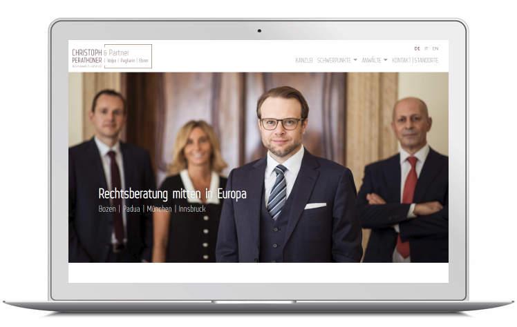 Screenshots Laptop der Kanzleiwebsite Perathoner & Partner